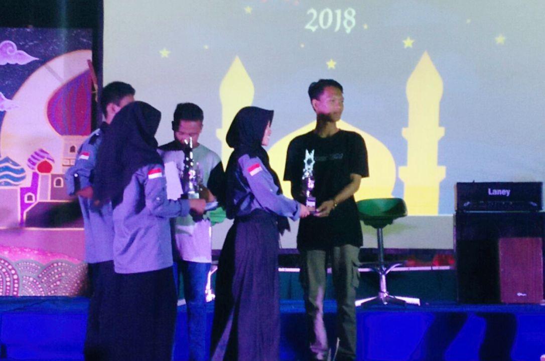 SMA IT YABIS Juara 2 Lomba Akustik Islami